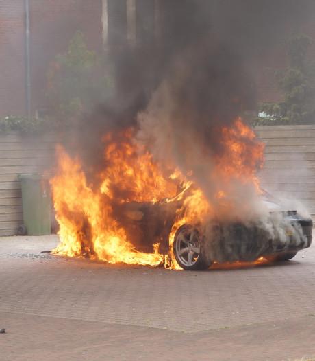 Dure Porsche verwoest door brand in Waalwijk