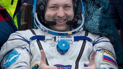 Amerikaanse astronauten en Russische kosmonaut landen na missie van meer dan vijf maanden weer op aarde