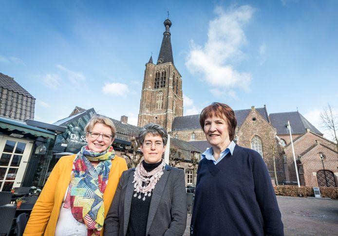Nieuwe welzijnsconsulent Petra Bakker met ondersteuners Diny Simkens en Thérèse Tielen (archieffoto).