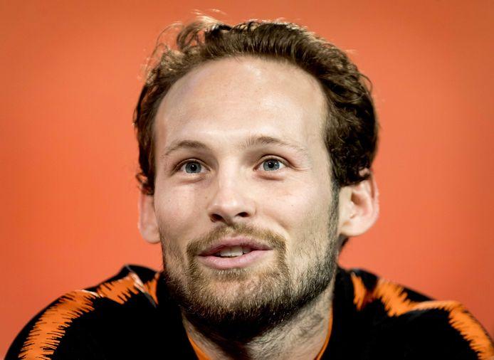 Daley Blind blikt tijdens een persconferentie vooruit naar de EK-kwalificatiewedstrijd van het Nederlands elftal tegen Noord-Ierland.