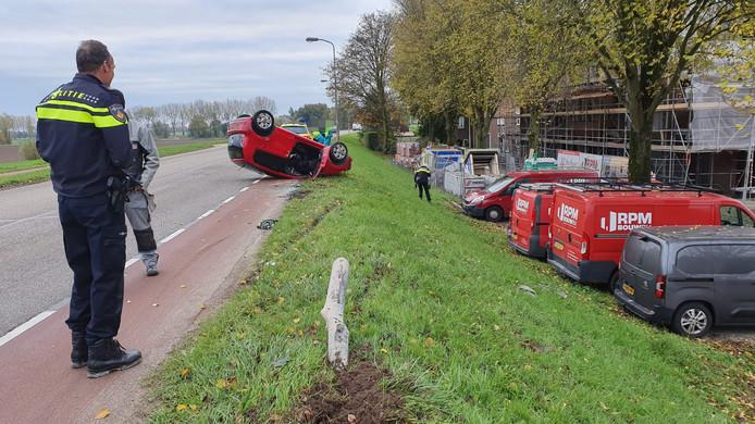Op de Stadsdam in Huissen belandde maandagochtend omstreeks 9.00 uur een auto op zijn kop. De bestuurster van het voertuig raakte gewond.
