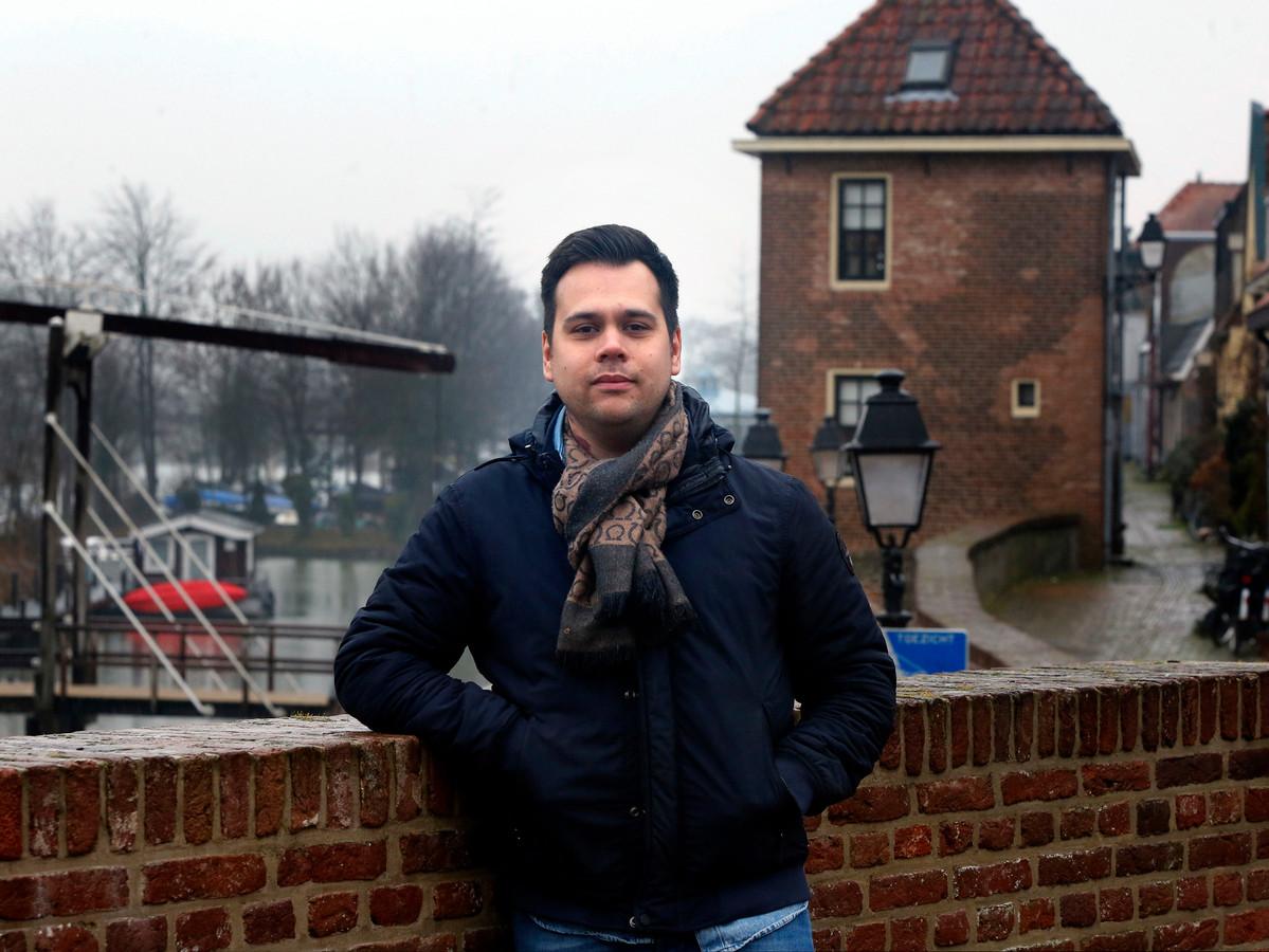Filmproducent Lucio Messercola op de Zuidwal in Leerdam.
