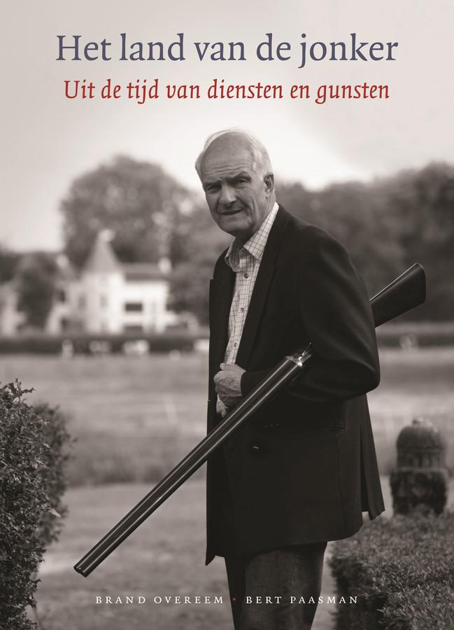 De nog levende jonker Maurits van Haersma de With prijkt op de cover van het boek.