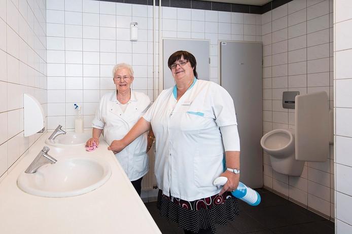 Toiletdames Addy van Meerten (rechts) en Jeanette zijn terug in de V&D.