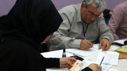 Stemmen zonder stempel van kiesraad en stembussen weghalen uit oppositieregio's: in Turkije kan het allemaal