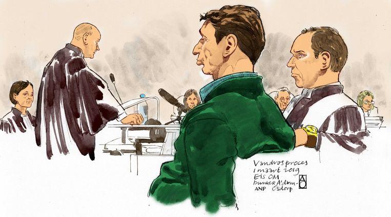 Officieren van Justitie Sabine Tammes en Lars  Stempher (links), Willem Holleeder en zijn advocaat Sander Janssen tijdens de strafeis van het Openbaar Ministerie in de extra beveiligde rechtbank De Bunker in Amsterdam Osdorp.  Beeld ANP