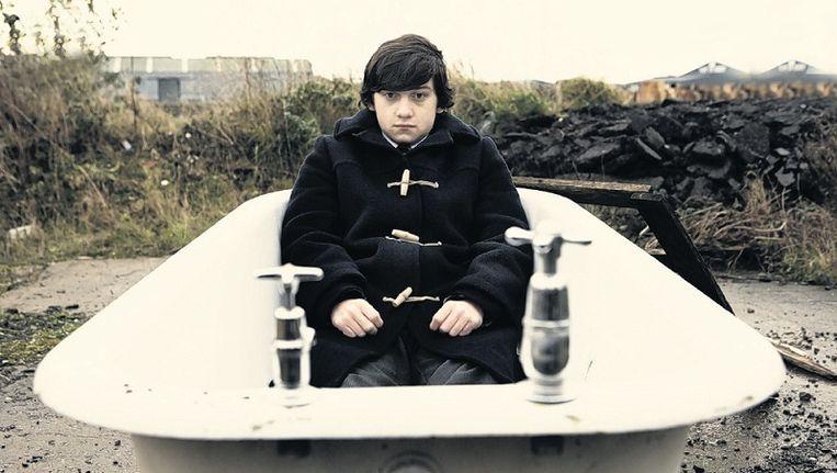 Hoofdpersoon Oliver voorziet de film van een zelfbewuste, droogkomische voice-over. Beeld
