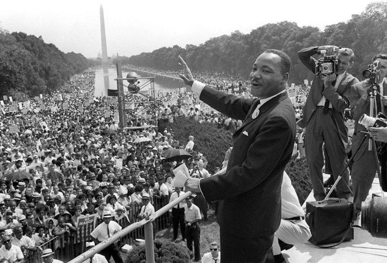 Martin Luther King op de trappen voor bij het Lincoln Memorial in Washington, 28 augustus 1963. Beeld afp