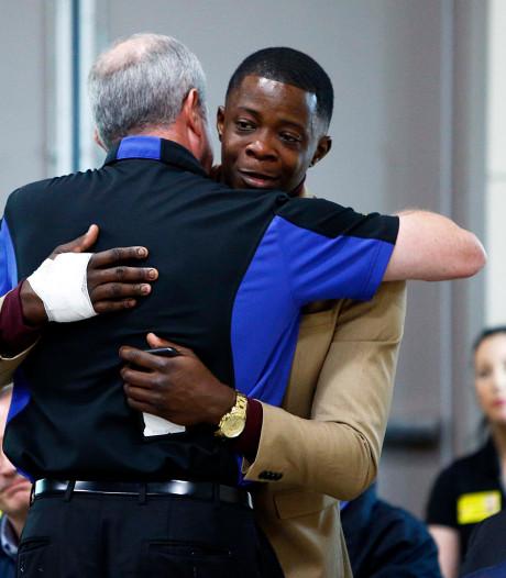 Politie doorzoekt scholen na schietpartij door blote man in restaurant Nashville