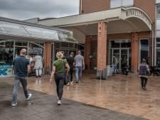 Grens bereikt voor Maldense winkeliers: 'Ze verkopen helemaal geen krantjes, het zijn professionele bedelaars'