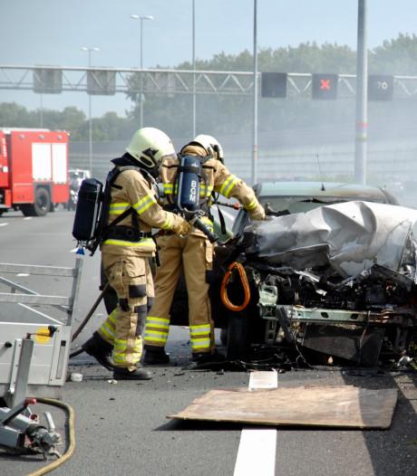Verkeersproblemen door brandende auto op A12 in Arnhem