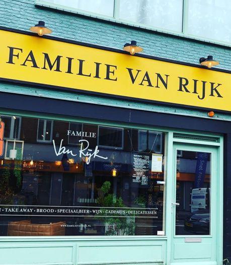 Gevelbord boven Utrechtse winkel moest weg, tot corona uitbrak: 'Had er nog een jaar kunnen hangen'