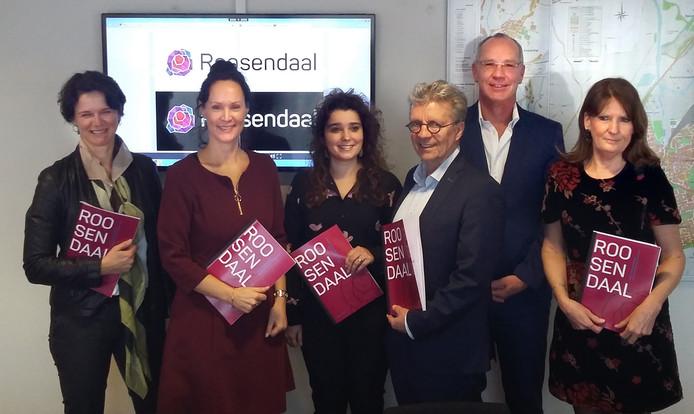Vlnr Samantha van Rooij, Moniek IJzermans, Marcella Goorden, Hans Verbraak,  Roland Jurriëns en  Inge van Aalst tijdens de presentatie van het citymarketingplan van Roosendaal.