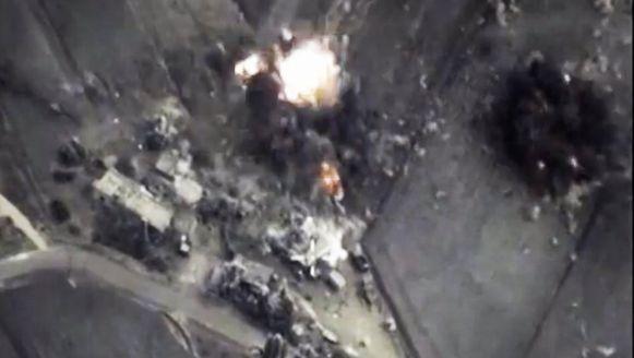 Het Russische ministerie van Defensie verspreidde gisteren zelf beelden van de luchtaanvallen.