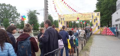 Festival Mundial: struinen, kijken en luisteren in afwachting van Omar Souleyman en Kraantje Pappie
