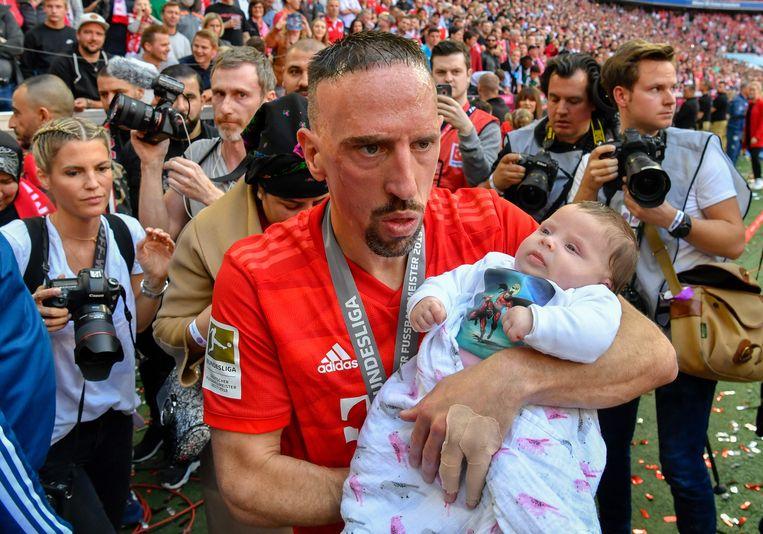 Franck Ribéry met zijn drie maanden oude dochter.