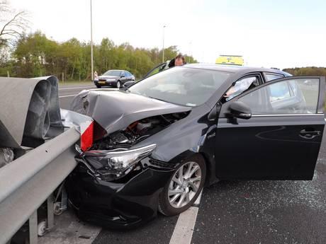 Ongeluk op A35 in Enschede, weg richting Duitsland dicht