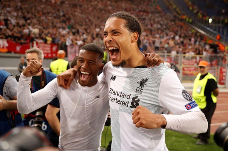 Wijnaldum (links) en Van Dijk vieren het bereiken van de Champions Leaguefinale, dankzij winst op AS Roma. Beeld Reuters