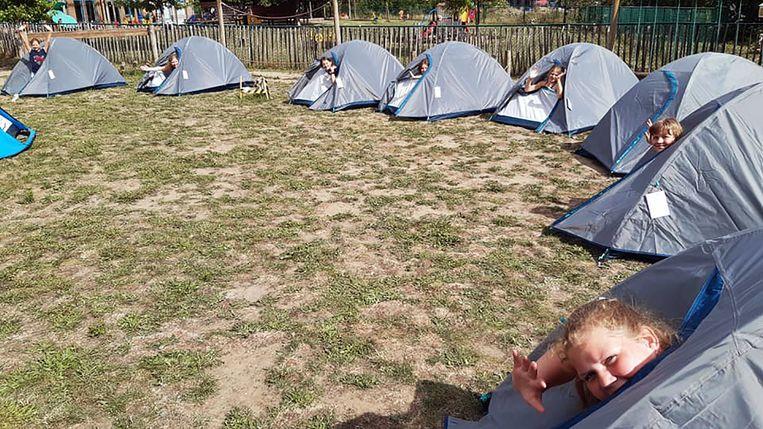 Basisschool De Hoogvlieger bouwde een tentenkamp voor de proclamatie.