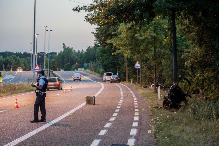Vorige maand raakten twee twintigers zwaargewond nadat ze met hun wagen tegen een boom reden.