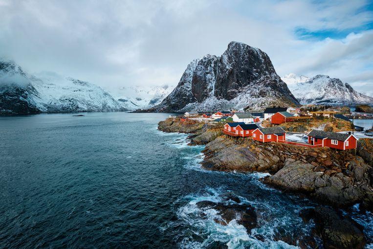 Roy Jacobsen: 'Vrijwel iedereen heeft een zomerhuis, ergens in de wildernis, waar de romanticus in ons bovendrijft'. Beeld Colourbox