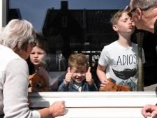 Opa en oma missen vooral de knuffels: 'Videobellen met de kleinkinderen is surrogaat'