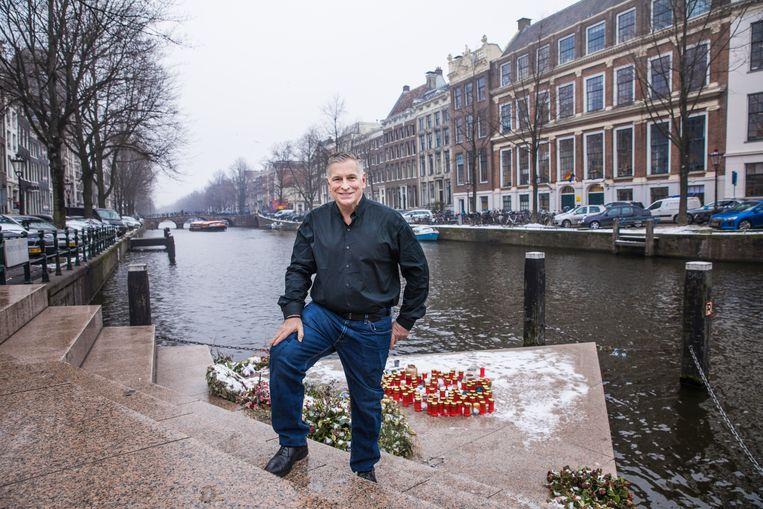 Kevin Jennings bij het Homomonument in Amsterdam. 'De Nashville-verklaring staat heel ver af van de kerk.' Beeld Marlena Waldthausen