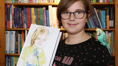 Anouk (12) brengt eerste boek uit