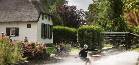 Gemist? Omstreden megastal in Mariënheem te koop gezet en wakeboarders scheuren door de grachten van Giethoorn