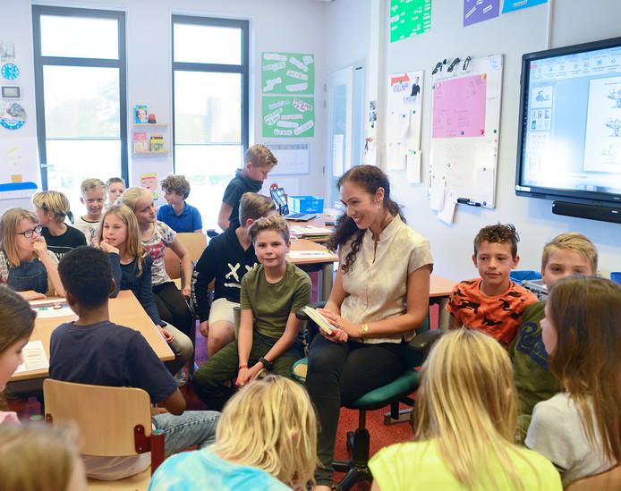 Groep 6 van de Zierikzeese Theo-Thijssenschool wordt in 2018 voorgelezen door kinderboekenschrijfster Lisa Boersen.