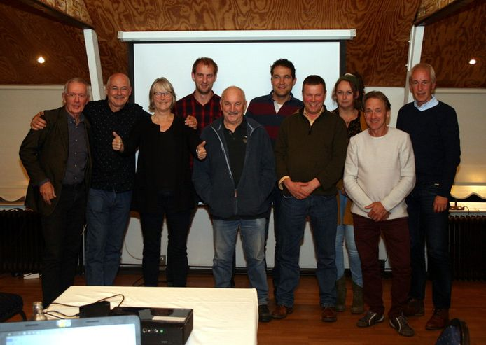 Twaalf beginnende imkers kregen deze week hun imkerdiploma overhandigd door de Bijenvereniging Oldenzaal.