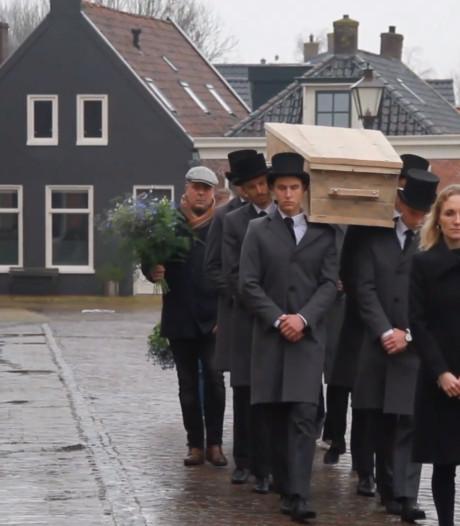 Acteur Aart Staartjes in zijn woonplaats Dronryp begraven