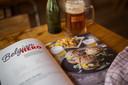 Jilles D'Hulster en biersommelier Sofie Vanrafelghem stelden Beer & Burgers samen. Een boek over hoe je burgers met bier combineert.