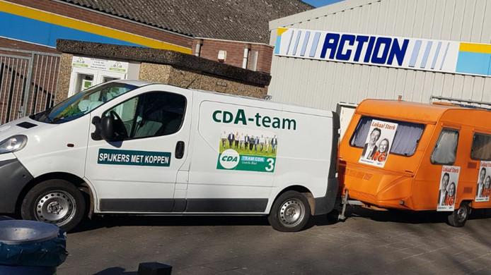 Het CDA die de Lijst Riel Goirle (LRG) 'voorttrekt'. De rijtuigen voor de verkiezingen stonden bij de Boerenschuur in Riel.