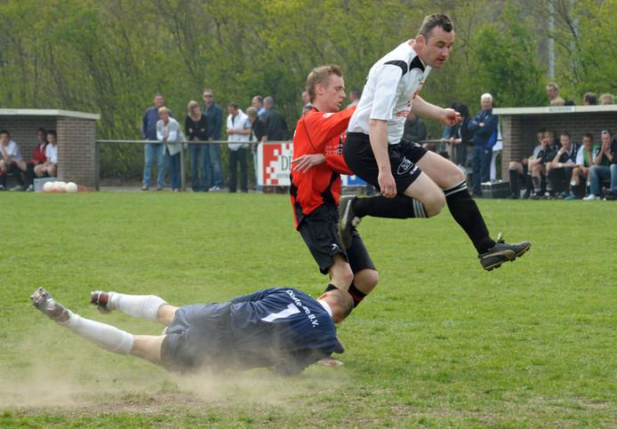 Oostburg-Breskens is altijd een beladen derby, maar om deze komend seizoen ook vriendschappelijk te spelen om vrije zondagen op te vullen... Dat zien de clubs niet zitten.