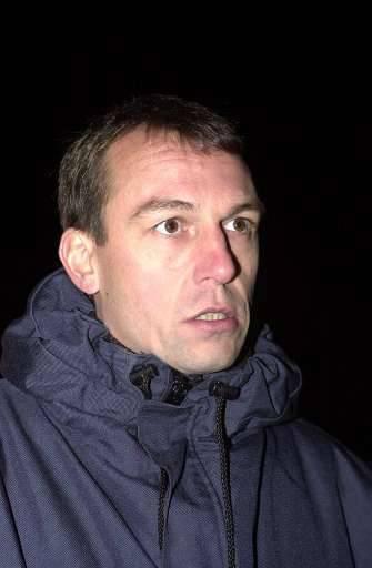 Chris De Vleeschauwer, broer van de vermoorde rijkswachter Peter, wil het moordonderzoek weg uit Dendermonde.