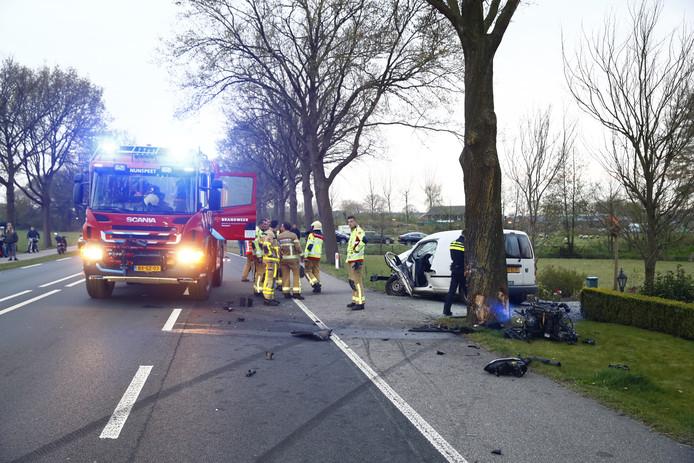 De auto raakte zwaar beschadigd bij de aanrijding.