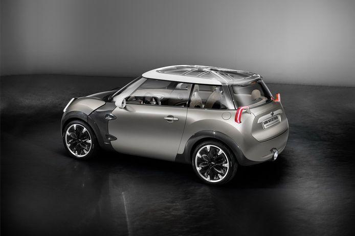 Mini stoft de Rocketman Concept af en brengt binnenkort een compactere, volledig elektrische stadsauto