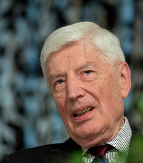 Oud-premier Van Agt heeft na 86 jaar eerste joint in zijn mond