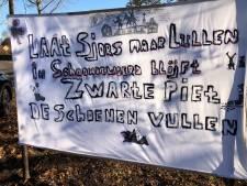Pro Zwarte Piet spandoek opgehangen in Schoonrewoerd; Sjors Fröhlich reageert via Twitter
