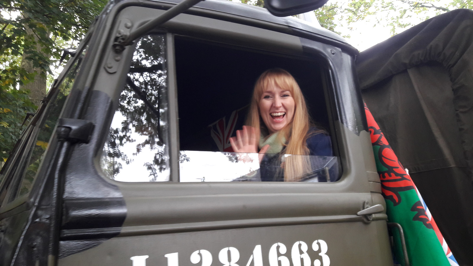Zangeres Llio Evans uit Wales nam in een militaire truck deel aan de bevrijdingstocht tussen Vinkel en Den Bosch.