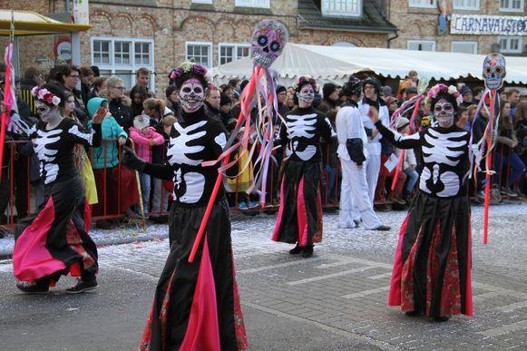 De Dag van de Doden werd uitgebeeld door de Chiromina's.