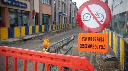 """Schabouwelijk Nederlands op verkeersborden in rand rond Brussel: """"Stap uit de fiets"""""""
