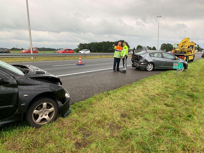 Het ongeluk op de A50 vanavond. Hierbij waren 2 auto's betrokken. Voor de inzittenden is een ambulance opgeroepen.