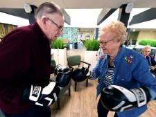 Boksende ouderen in Halsteren: 'Je bent nooit te oud om gek te doen'