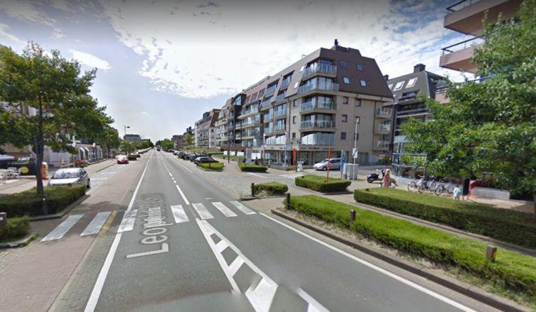 Het slachtoffer werd onderuit gereden op het zebrapad in de Leopold II-laan in Oostduinkerke. Hij kon de buggy met zijn eenjarig zoontje nog net op het trottoir duwen.