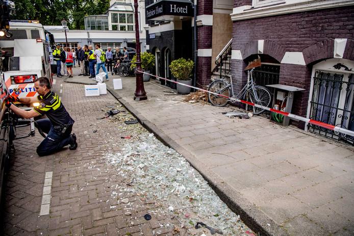 De ravage die ontstond na de explosie in de Korte Van Eeghenstraat.