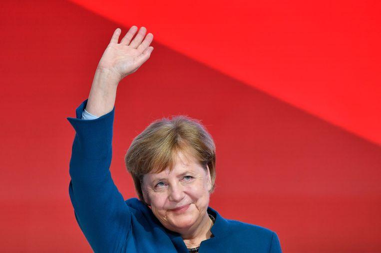 Een geëmotioneerde Merkel na haar laatste toespraak voor de CDU.