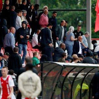 Kampioenswedstrijd Ajax-Feyenoord O19 gestaakt na ongeregeldheden tribune