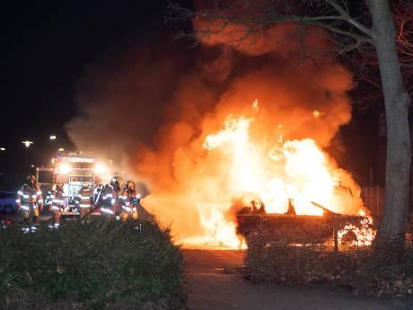 Het is weer zover: twee auto's in de brand in Woerden